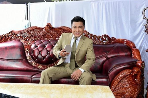Lý Hùng: Quý ông 50 tuổi giàu có bậc nhất showbiz ở vậy để chăm sóc mẹ già - Ảnh 4.