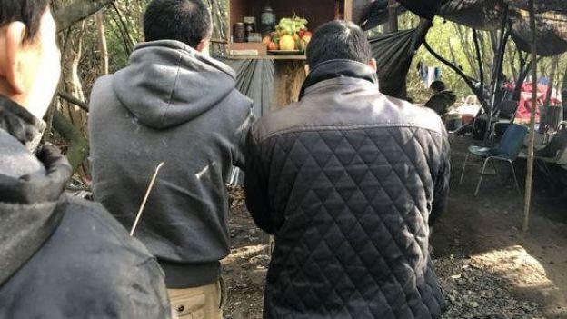 [ẢNH, VIDEO] Những người Việt sống mòn trong trại tị nạn ở Pháp: Sợ lắm, nhưng đâm lao thì phải theo lao thôi... - Ảnh 9.