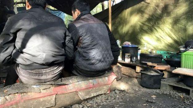 [ẢNH, VIDEO] Những người Việt sống mòn trong trại tị nạn ở Pháp: Sợ lắm, nhưng đâm lao thì phải theo lao thôi... - Ảnh 2.