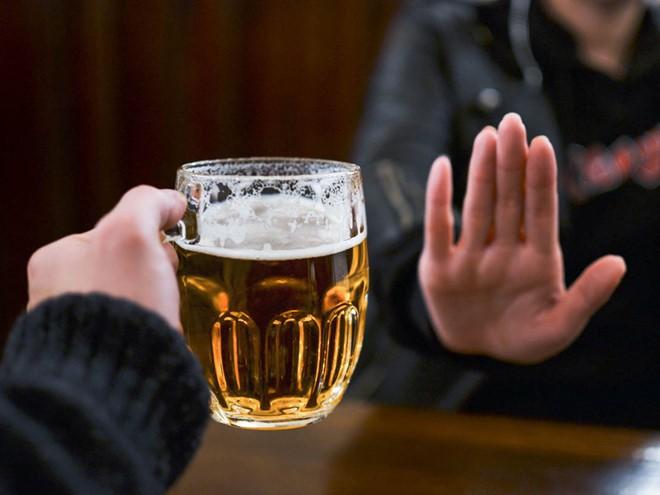 Các ông bố nên dừng việc uống rượu bia trước 6 tháng khi có ý định thụ thai - Ảnh 2.