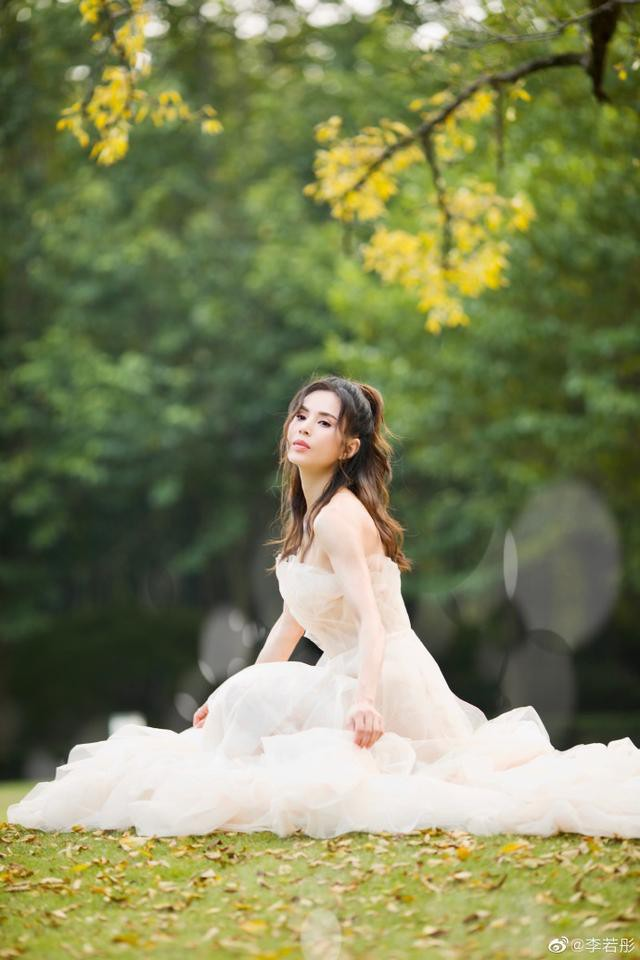 Tiểu Long Nữ kinh điển: Đau khổ, trầm cảm vì bị đại gia ruồng bỏ, mơ thành cô dâu ở tuổi U50 - ảnh 11