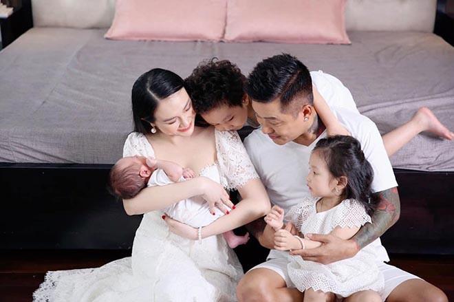 Vóc dáng gây chú ý của bà xã Tuấn Hưng sau gần 3 tháng sinh con thứ 3 - ảnh 9