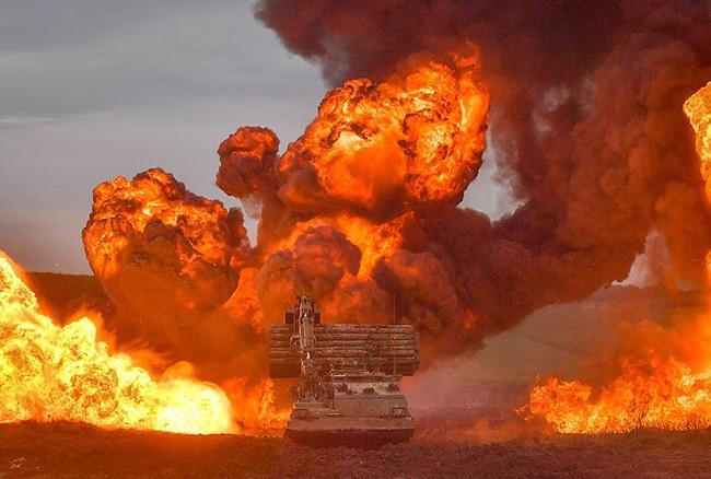 Hình ảnh mịt mù khói lửa trong cuộc tập trận qui mô lớn của Quân đội Anh - ảnh 2