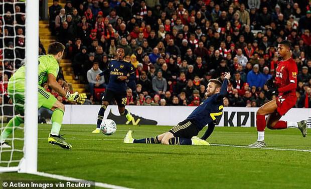 Liverpool giành quyền vào tứ kết Cúp Liên đoàn Anh theo một kịch bản không tưởng - Ảnh 1.