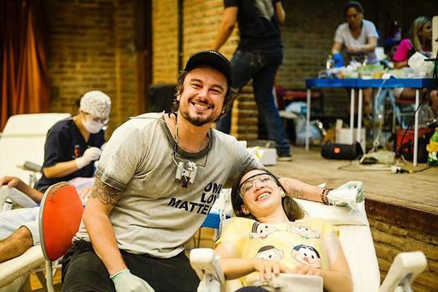 Nha sĩ Brazil được tôn làm người hùng sau khi làm răng miễn phí, đem lại nụ cười cho hàng trăm người dân nghèo khổ - Ảnh 1.
