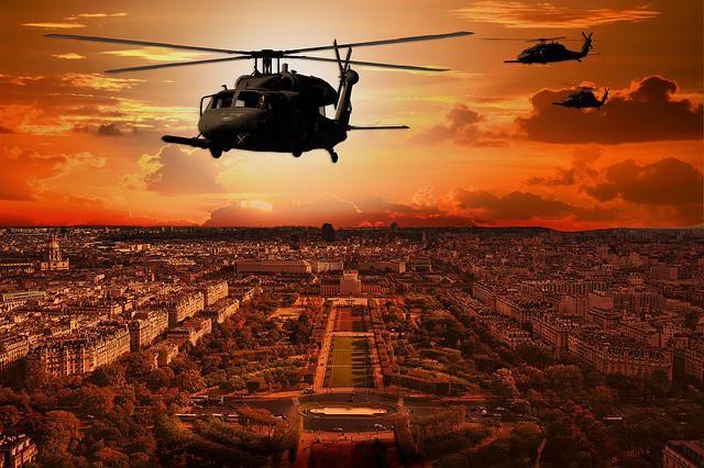 Trực thăng Diều hâu đen chở đặc nhiệm Mỹ tiêu diệt trùm khủng bố IS - ảnh 11