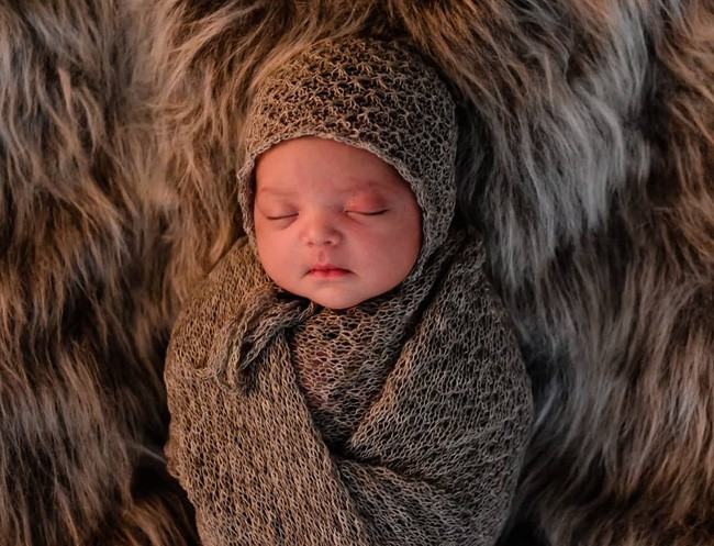 Bố chăm trò chuyện với con khi còn trong bụng mẹ và đây là điều bất ngờ ngọt ngào khi bé chào đời - Ảnh 3.
