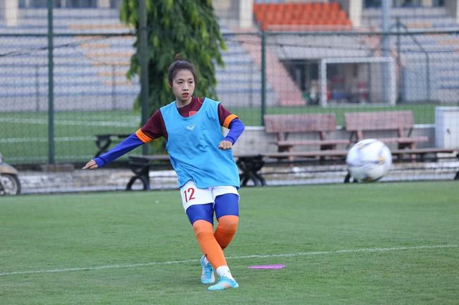 Cư dân mạng phát sốt với nữ cầu thủ hot girl của đội tuyển U19 Việt Nam, đã xinh lại còn đá bóng giỏi - Ảnh 4.