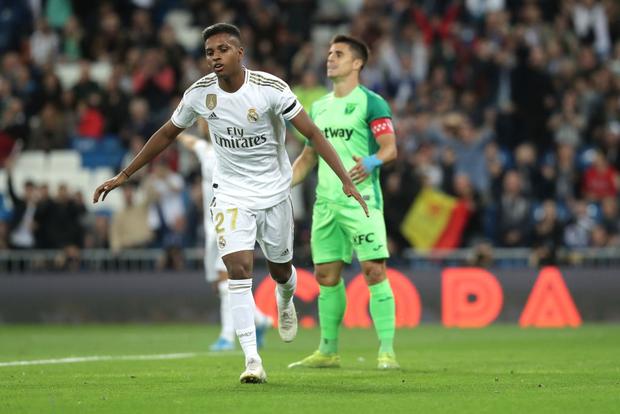 Tân binh đắt giá cuối cùng cũng chịu nổ súng, Real Madrid vùi dập đối thủ để áp sát ngôi đầu của Barcelona - Ảnh 5.
