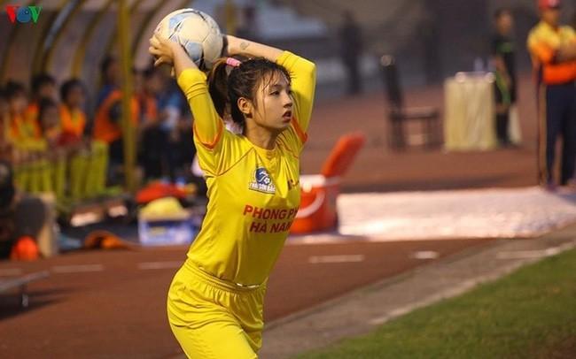 Cư dân mạng phát sốt với nữ cầu thủ hot girl của đội tuyển U19 Việt Nam, đã xinh lại còn đá bóng giỏi - Ảnh 5.