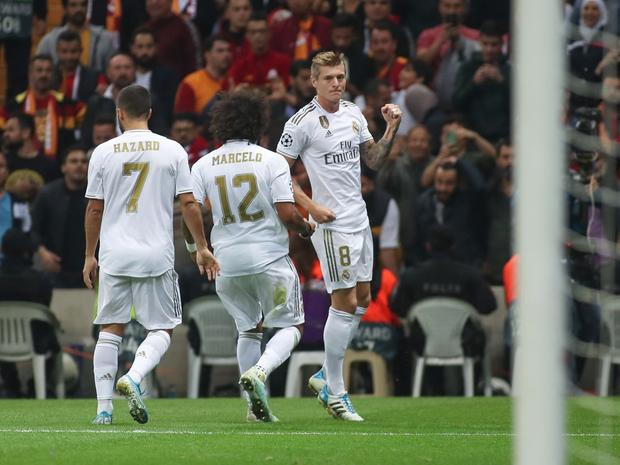 Tân binh đắt giá cuối cùng cũng chịu nổ súng, Real Madrid vùi dập đối thủ để áp sát ngôi đầu của Barcelona - Ảnh 6.
