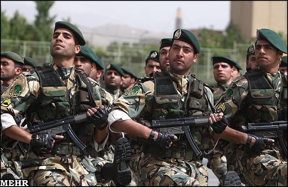 An ninh Iraq thẳng tay xả súng vào đoàn người biểu tình, thương vong lớn - Thêm một lò lửa bùng phát - Ảnh 14.