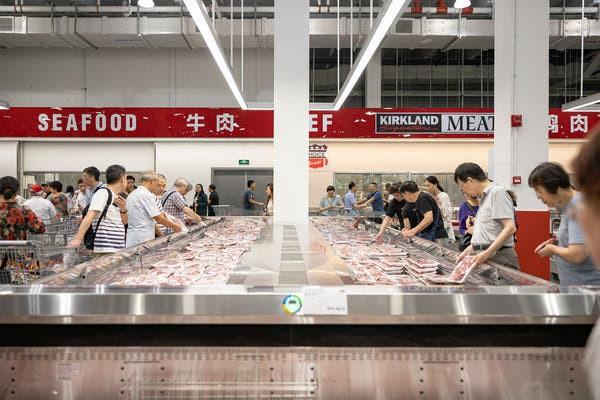 Người tiêu dùng Trung Quốc thắt chặt chi tiêu, thêm một nỗi lo cho kinh tế toàn cầu - Ảnh 3.