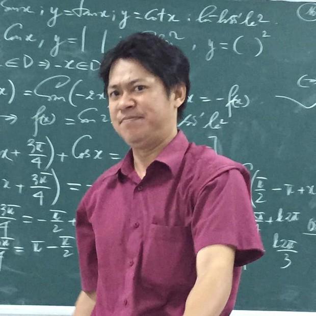 Cũng chỉ là giảng bài bình thường, nhưng biểu cảm độc đáo đã khiến thầy giáo này thu về hơn 70.000 like chỉ sau một đêm đăng ảnh - Ảnh 2.