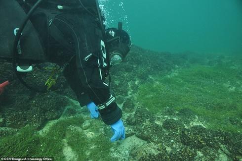 Bí ẩn đáy hồ Constance: Thủy cung ma quái xây bởi… người đồ đá? - Ảnh 2.