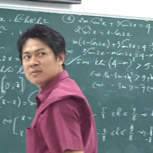 Cũng chỉ là giảng bài bình thường, nhưng biểu cảm độc đáo đã khiến thầy giáo này thu về hơn 70.000 like chỉ sau một đêm đăng ảnh - Ảnh 3.