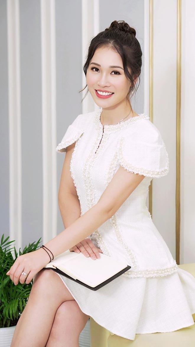 Chân dung vợ xinh đẹp của Shark Hưng: Là á hậu, kém 16 tuổi, giỏi nhiều ngoại ngữ - Ảnh 10.