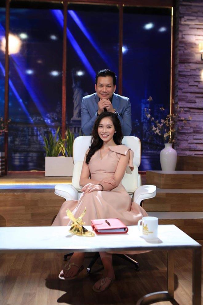 Chân dung vợ xinh đẹp của Shark Hưng: Là á hậu, kém 16 tuổi, giỏi nhiều ngoại ngữ - Ảnh 6.