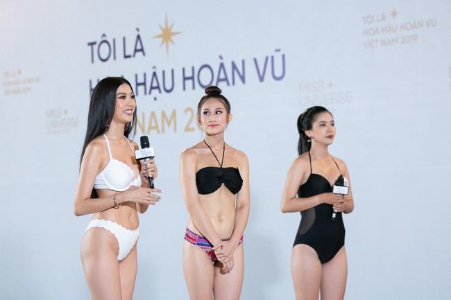 Tôi là Hoa hậu Hoàn Vũ Việt Nam: Thúy Vân bị dàn giám khảo vùi dập, sốc khi bị hỏi đi thi mà thuê người chụp ảnh riêng - Ảnh 1.