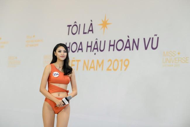 Tôi là Hoa hậu Hoàn Vũ Việt Nam: Thúy Vân bị dàn giám khảo vùi dập, sốc khi bị hỏi đi thi mà thuê người chụp ảnh riêng - Ảnh 2.
