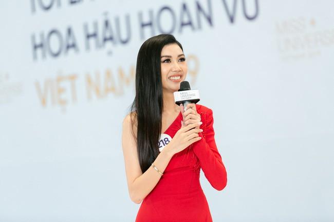 Tôi là Hoa hậu Hoàn Vũ Việt Nam: Thúy Vân bị dàn giám khảo vùi dập, sốc khi bị hỏi đi thi mà thuê người chụp ảnh riêng - Ảnh 3.