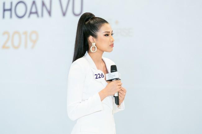 Tôi là Hoa hậu Hoàn Vũ Việt Nam: Thúy Vân bị dàn giám khảo vùi dập, sốc khi bị hỏi đi thi mà thuê người chụp ảnh riêng - Ảnh 4.