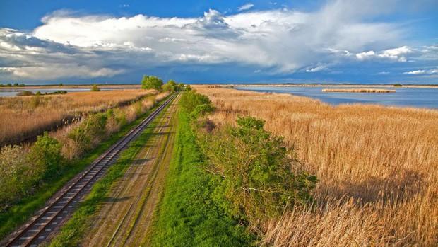 Những vùng đất đẹp như thiên đường ở châu Âu ít người biết tới - Ảnh 15.