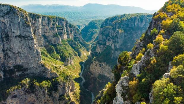 Những vùng đất đẹp như thiên đường ở châu Âu ít người biết tới - Ảnh 4.