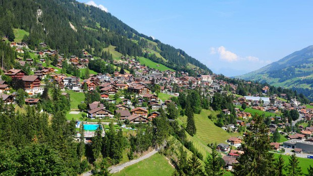 Những vùng đất đẹp như thiên đường ở châu Âu ít người biết tới - Ảnh 9.