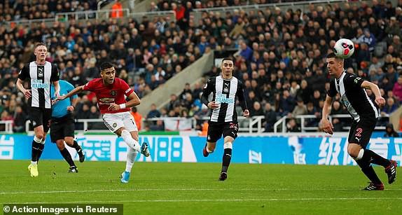 Thua mất mặt trước Newcastle, Man United tiến gần nhóm xuống hạng Premier League - Ảnh 1.