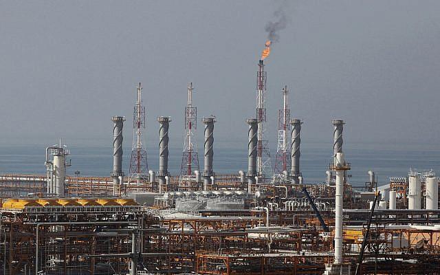 Xuống tay với đường sinh mệnh của nền kinh tế, Trung Quốc đặt cược tất cả vào Iran để loại Mỹ? - Ảnh 2.