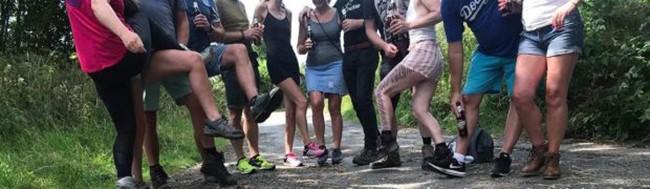 Tổ chức đi leo núi, nhóm người yêu thể thao tiện chân rủ nhau thác loạn tập thể luôn giữa rừng - Ảnh 3.