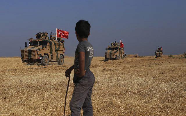 Lính Mỹ bất ngờ tháo chạy khỏi miền Bắc Syria, bỏ mặc đồng minh - Thổ Nhĩ Kỳ chuẩn bị khai đao - Ảnh 12.
