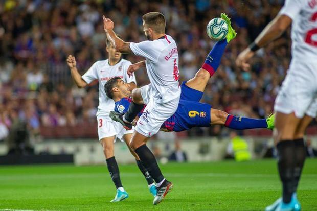 Messi thông nòng bằng siêu phẩm, Barcelona vùi dập kẻ thách thức nhưng niềm vui chưa trọn vẹn bởi drama thẻ đỏ cuối trận - Ảnh 4.