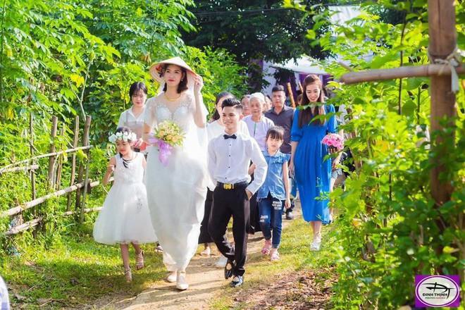 Cưới cô dâu cao gần 2m, chú rể 1,4m gây chú ý nhất MXH tiết lộ: Em vợ thách đố thì mình tán thôi - ảnh 3