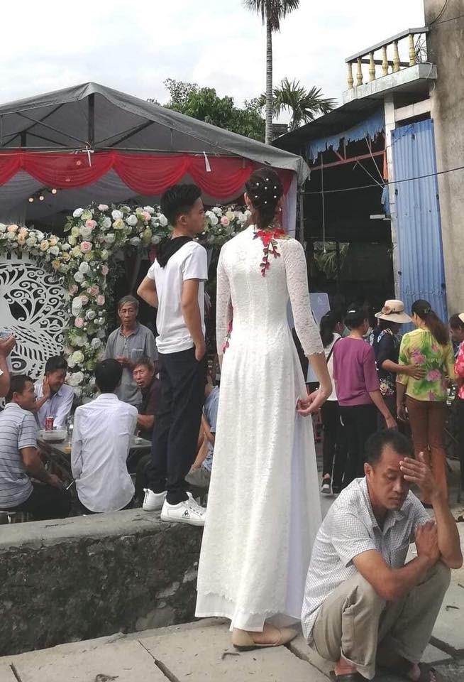 Thực hư đám cưới của chú rể Hải Phòng 1,4 m với cô dâu 1,94m đang gây xôn xao MXH - Ảnh 2.