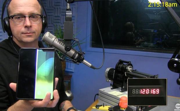 Samsung tuyên bố Galaxy Fold chịu được 200.000 lần đóng mở và cái kết khiến người dùng phải khóc thét! - Ảnh 3.