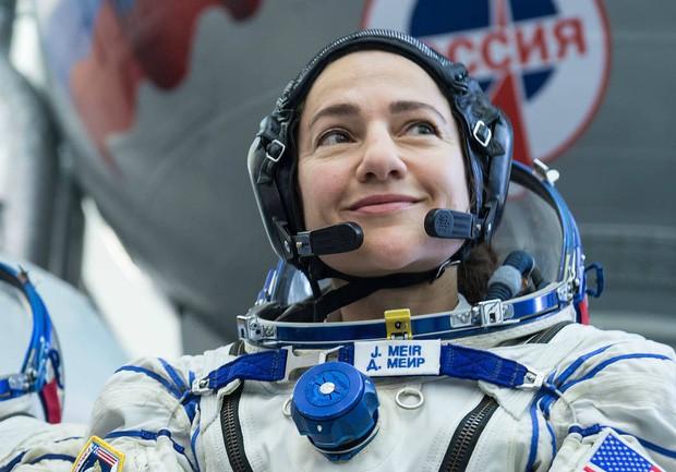 NASA tái khởi động đội nữ du hành gia đi bộ đầu tiên trong không gian - Ảnh 1.