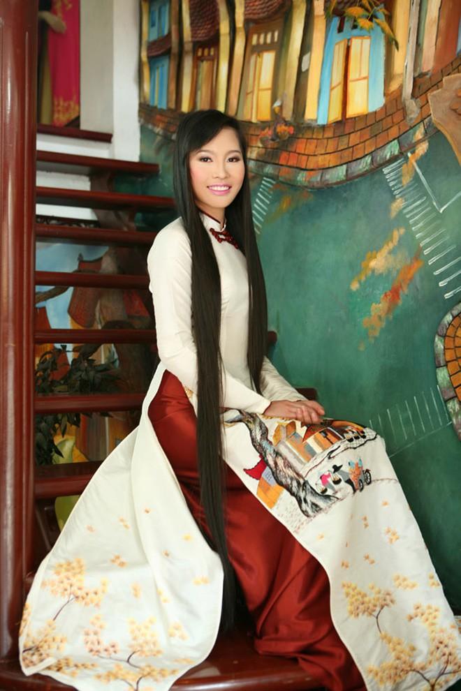 Mái tóc dài kỉ lục và ảnh bikini gợi cảm của vợ shark Hưng thời thi hoa hậu - Ảnh 3.