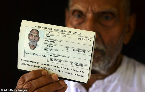 Cụ ông người Ấn Độ gây bất ngờ khi sinh năm 1896.