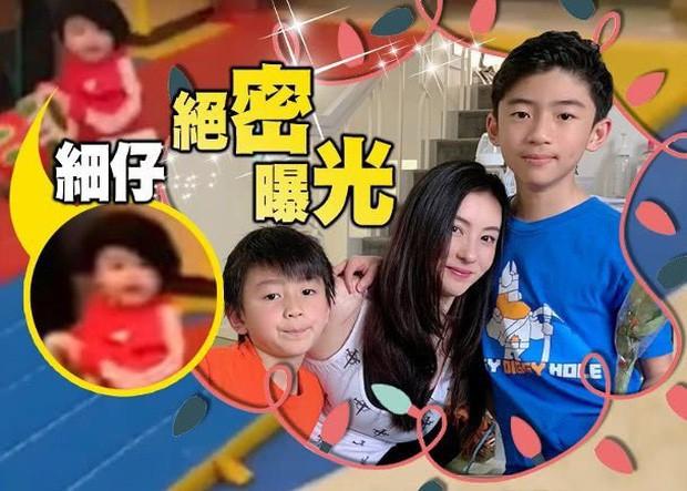 Cận cảnh diện mạo con trai thứ 3 của Trương Bá Chi, cư dân mạng phát sốt vì vẻ ngoài đáng yêu - Ảnh 5.