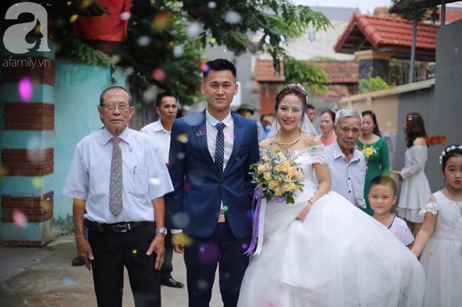 Chuyện tình cặp đôi chị - em ở Vĩnh Phúc và hành trình khẳng định niềm tin của cô vợ chờ cả nửa thập kỷ mới được mặc váy cưới - Ảnh 8.