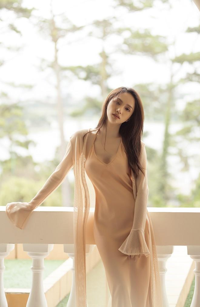 Hương Giang hôn đắm đuối mỹ nam nổi tiếng Thái Lan - Ảnh 5.
