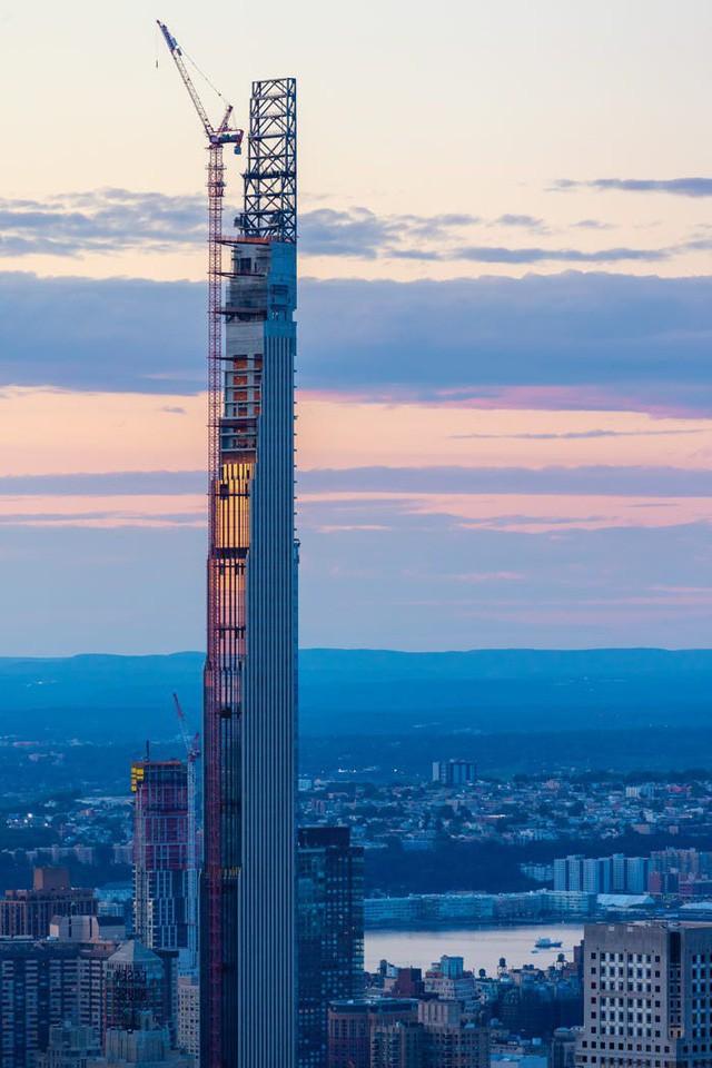 Căn hộ cao cấp khó tin trong tòa nhà chọc trời mỏng nhất thế giới - Ảnh 1.