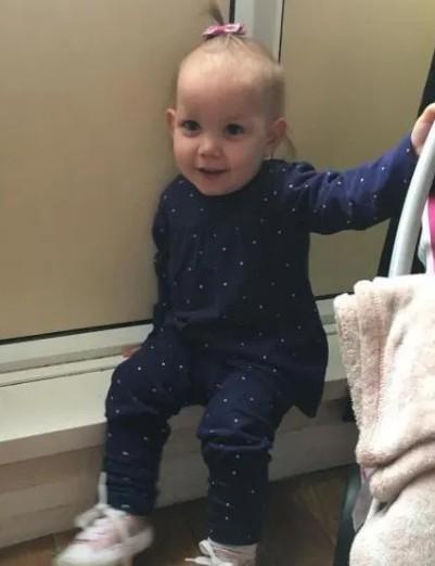Bé gái 2 tuổi qua đời do hóc xúc xích - Ảnh 1.