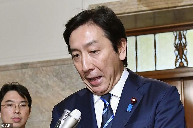 Dưa, xoài, khoai tây - những món quà khiến nhiều bộ trưởng Nhật Bản mất ghế  - Ảnh 1.