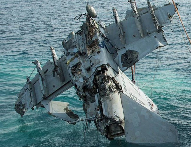 Nhật Bản cảnh báo về những trò hề thái quá của phi công Mỹ - Ảnh 11.