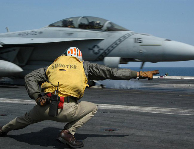 Nhật Bản cảnh báo về những trò hề thái quá của phi công Mỹ - Ảnh 12.