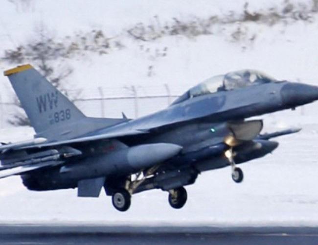 Nhật Bản cảnh báo về những trò hề thái quá của phi công Mỹ - Ảnh 14.