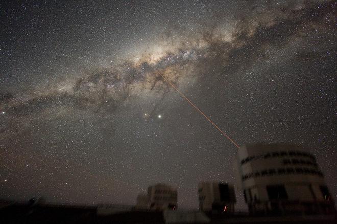 Lần đầu tiên khoa học chứng kiến gió thiên hà trải dài tới cả ngàn năm ánh sáng. Khoảng vài năm nữa thôi, Dải Ngân hà cũng chứng kiến cảnh tương tự! - Ảnh 4.
